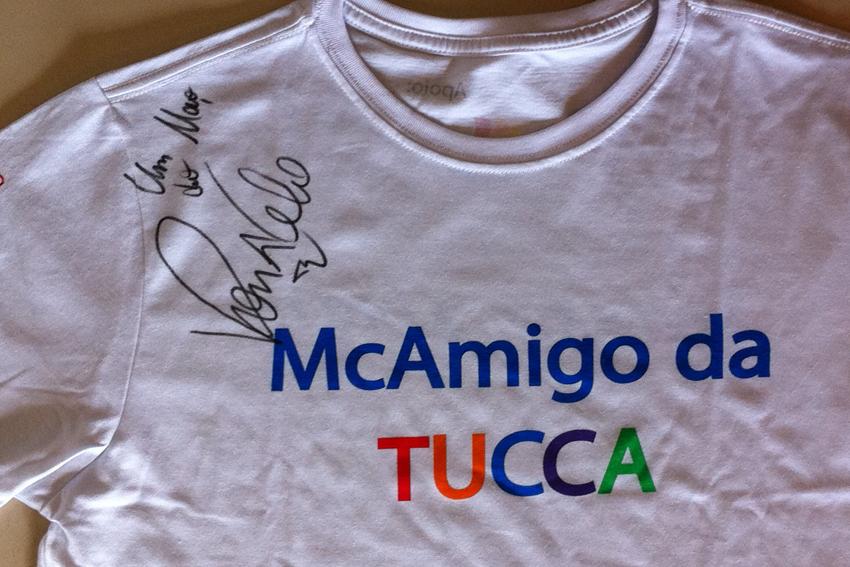 Camiseta autografada por Ronaldo Fenômeno no McDia Feliz é leiloada ... c8444583c1571